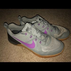 Nike Metcon 1 (tumbled grey/vivid purple, size 12)